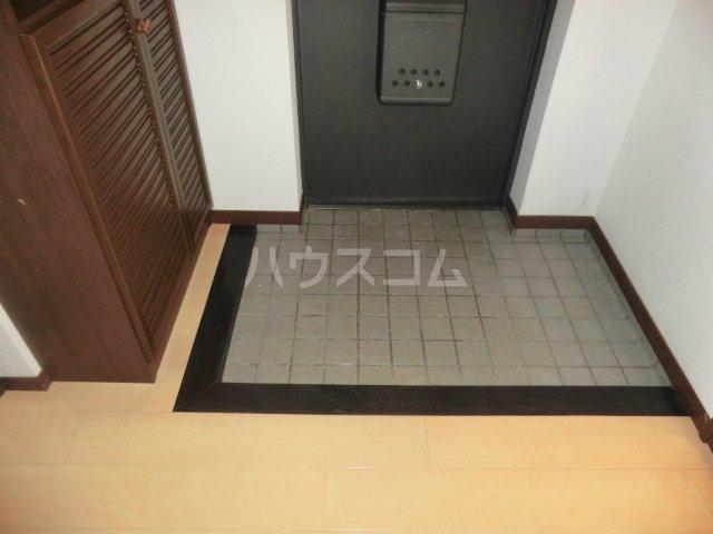 レジデンス・ウィステリア24 205号室の玄関