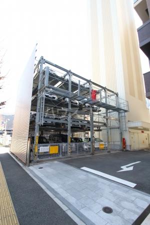 リーブル博多駅前 1005号室の駐車場