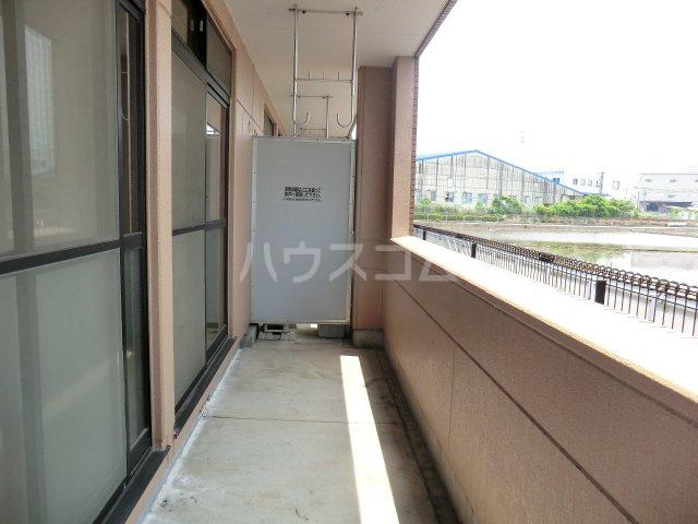 グランディール内橋 B102号室のバルコニー