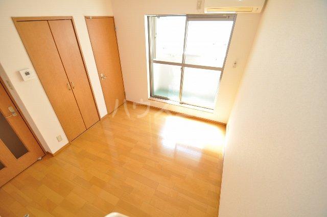 ベネフィスタウン箱崎東1 101号室のリビング