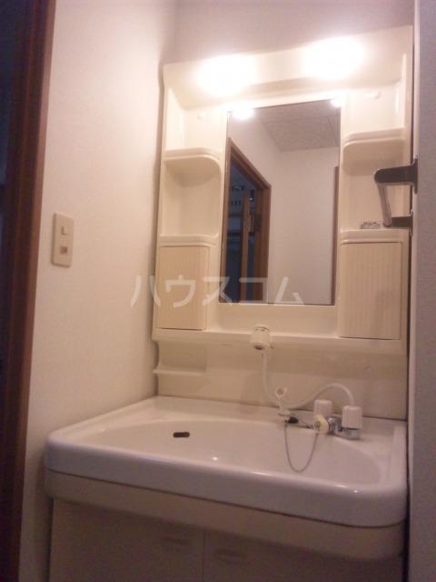 プレミール須恵 103号室の洗面所