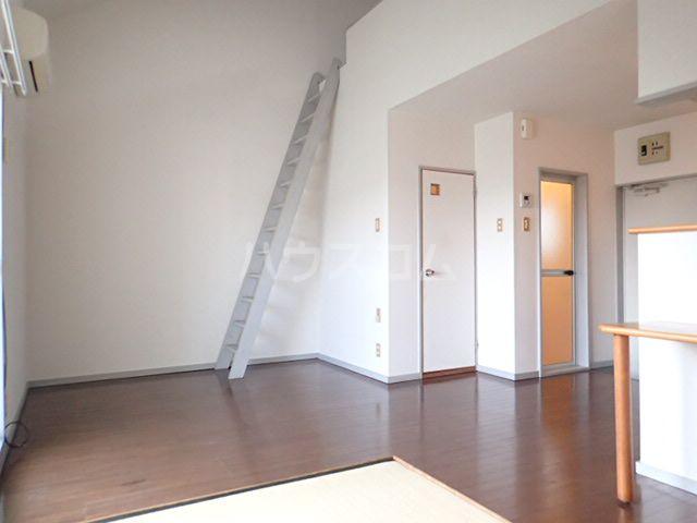 シティベール松崎 207号室のリビング