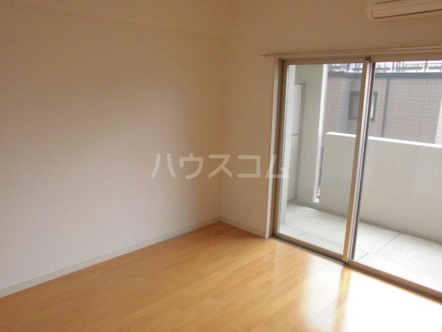 ロイヤルステージ吉塚 205号室のバルコニー