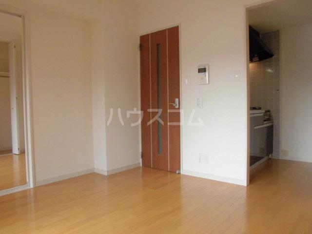 ロイヤルステージ吉塚 205号室のリビング