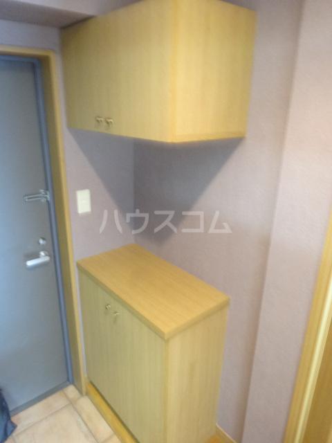 第16川崎ビル 202号室の玄関