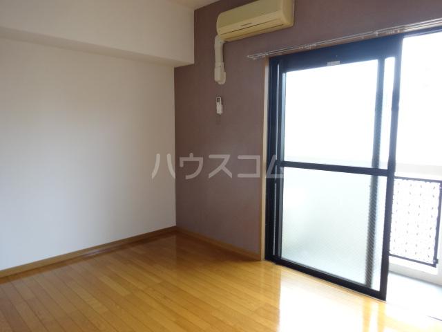 第16川崎ビル 202号室のリビング