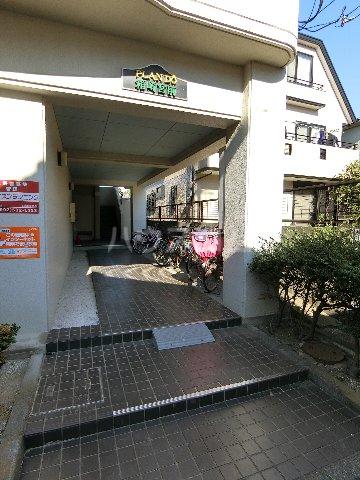 プランドゥ箱崎宮前 101号室のエントランス