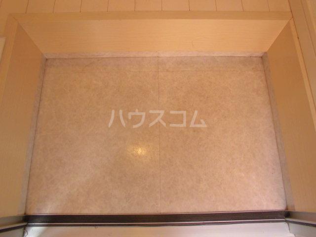 エスポワール博多 201号室の玄関