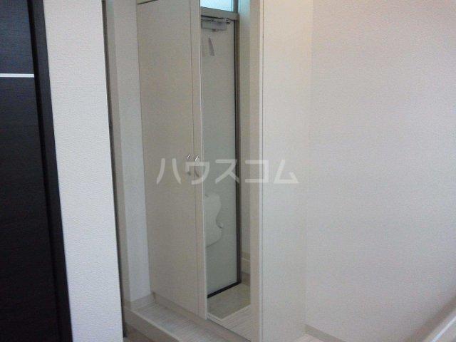 ホワイトアロー 103号室の玄関