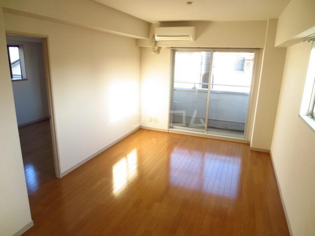 池田志誠堂 301号室のリビング