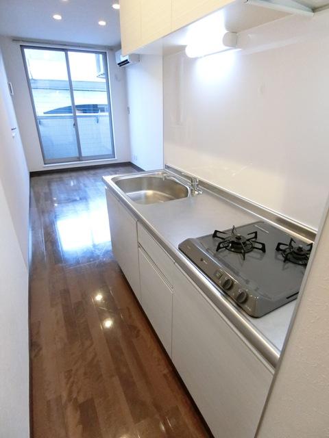 バーンメアオ チットロム 101号室のキッチン