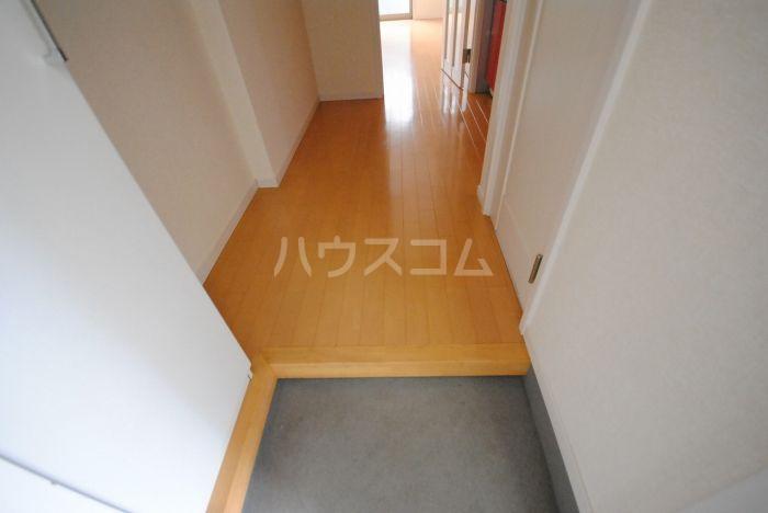 ラ・メール高田 201号室の玄関