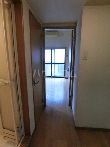 ピュア箱崎六番館 201号室の玄関