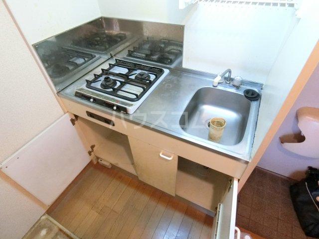 ピュア箱崎六番館 201号室のキッチン