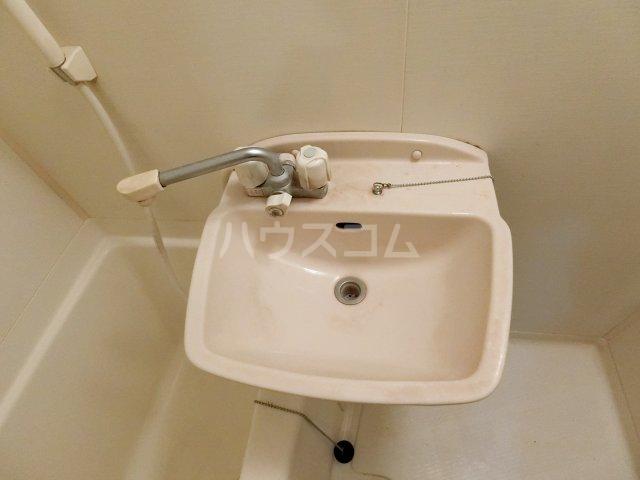 ピュア箱崎六番館 201号室の洗面所