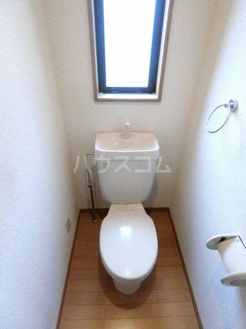 ピュア箱崎六番館 201号室のトイレ