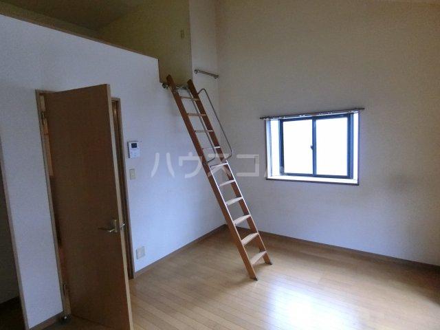 ピュア箱崎六番館 201号室の居室