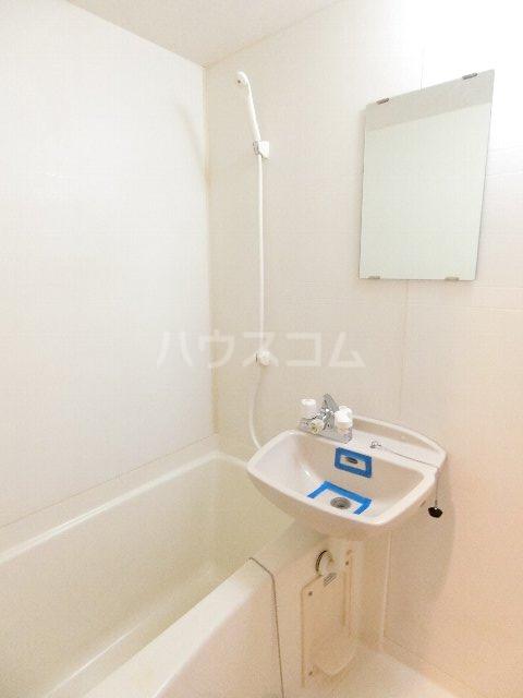 サンリバー箱崎駅南 201号室の風呂
