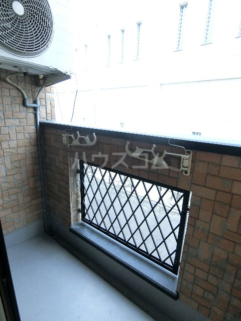サンリバー箱崎駅南 201号室のバルコニー