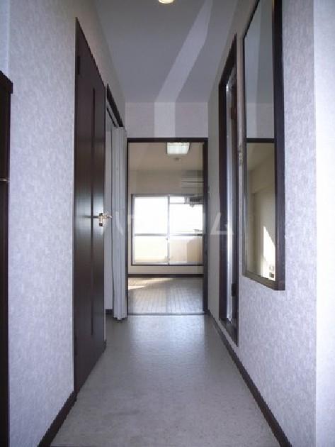 サンシティ箱崎九大前 203号室の玄関