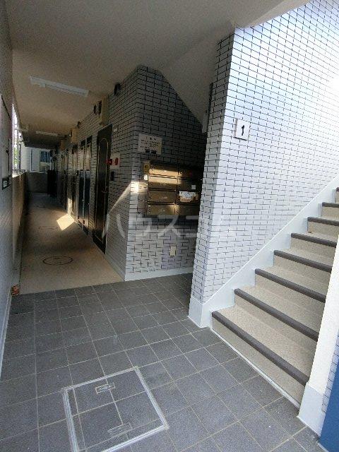 シティパレス名島公園前 103号室のロビー