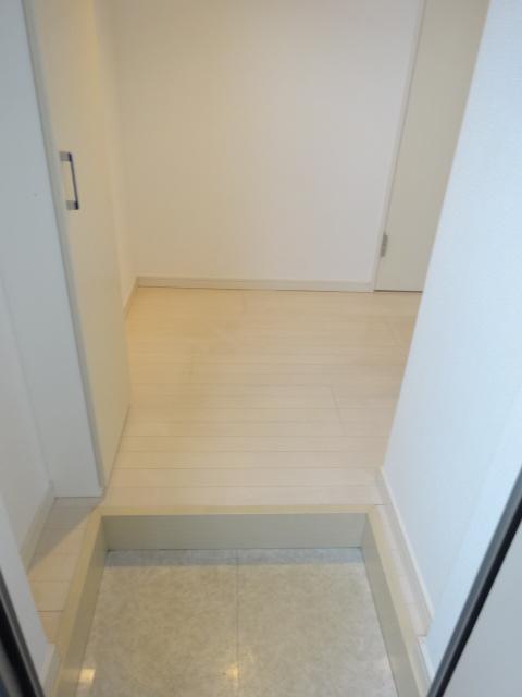 エスカール 202号室の玄関