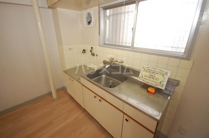 グリーンライフビル 302号室のキッチン