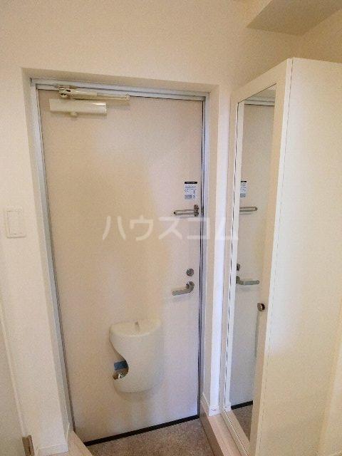 グランビル箱崎 201号室の玄関