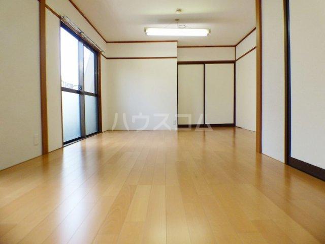 本村ビル 303号室のリビング