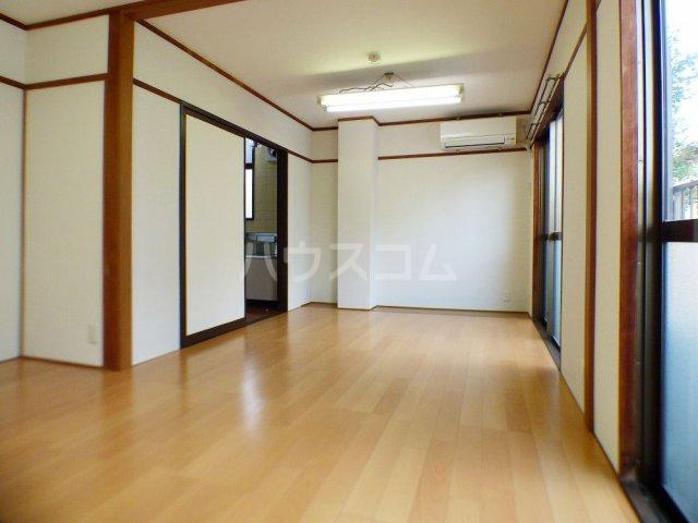 本村ビル 303号室のベッドルーム