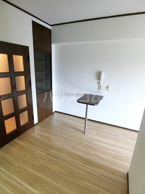 レジデンスコア 310号室のリビング