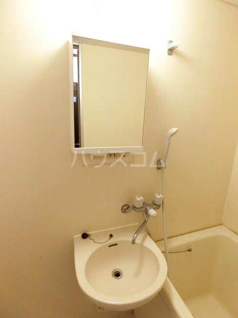 レジデンスコア 410号室の洗面所