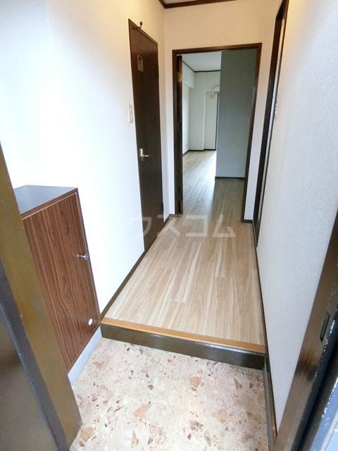 レジデンスコア 410号室の玄関