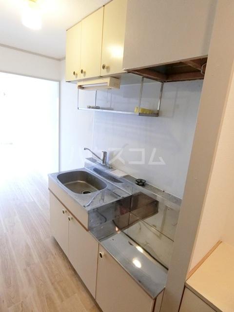 レジデンス貝塚 107号室のキッチン