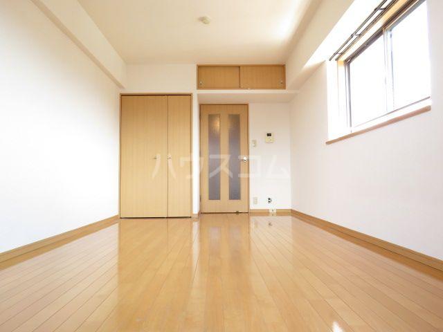 サンロージュ箱崎駅前 1001号室のリビング