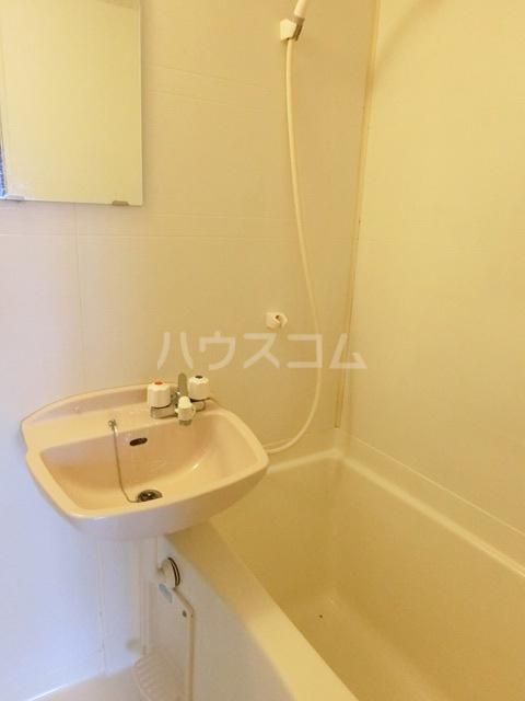 ハピネス箱崎 101号室の洗面所