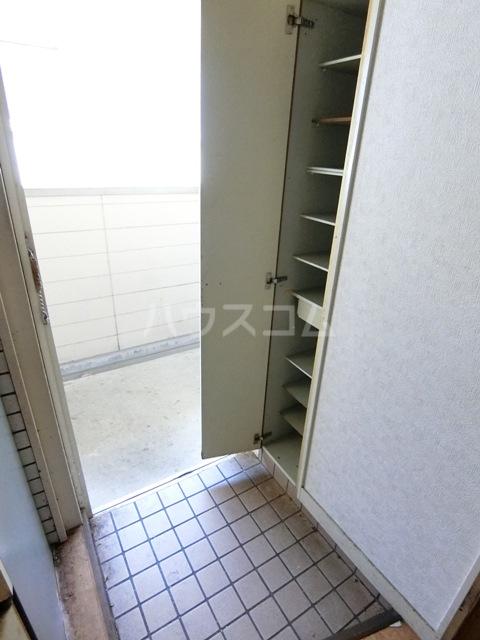 バビロンフラット 205号室の玄関