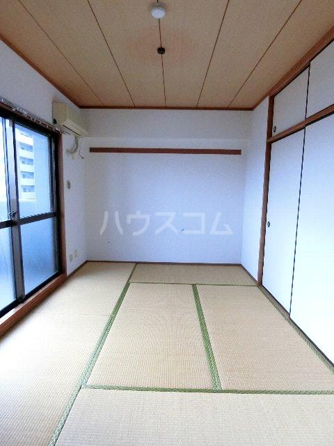 コスモテール吉塚 1004号室の居室