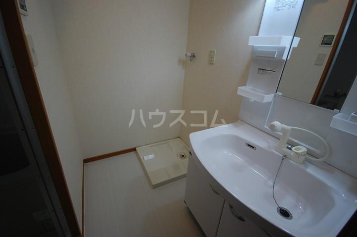 アベニールKAI 301号室の洗面所