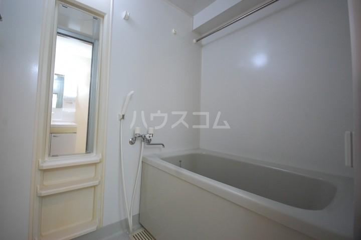 アベニールKAI 301号室の風呂