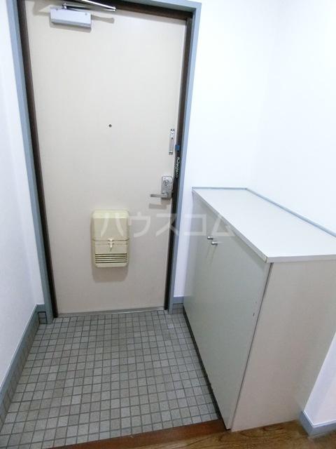 グローリアス箱崎 502号室の玄関