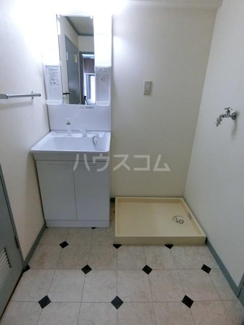 グローリアス箱崎 502号室の洗面所