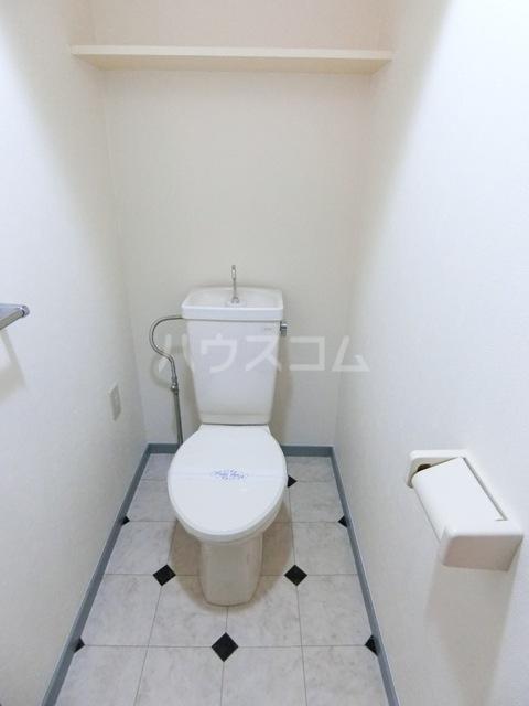 グローリアス箱崎 502号室のトイレ