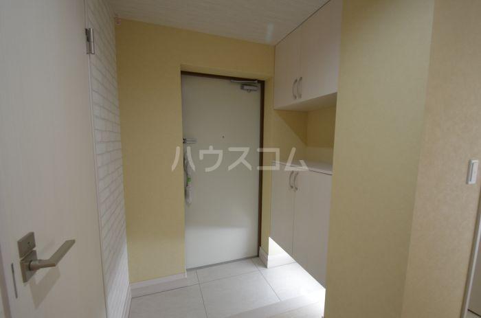 グリニッジ コート 201号室の玄関
