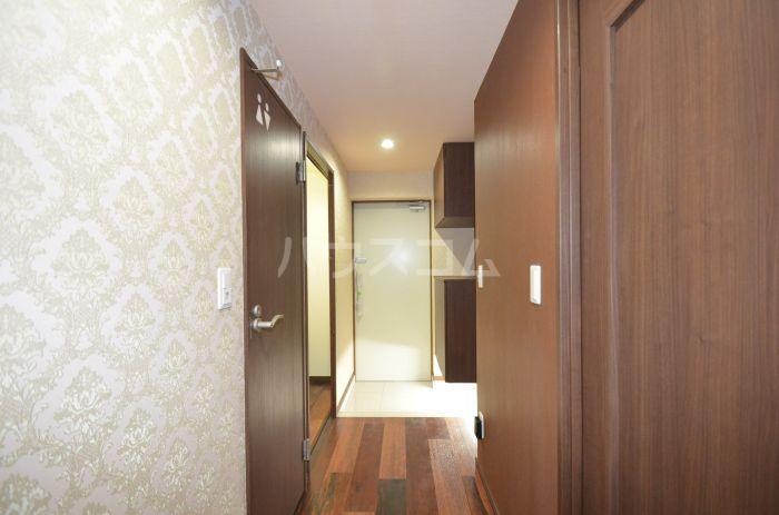 グリニッジ コート 302号室の玄関