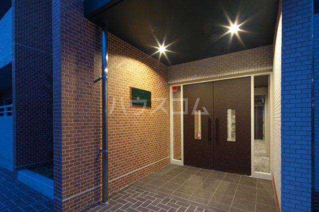 グリニッジ コート 303号室のエントランス
