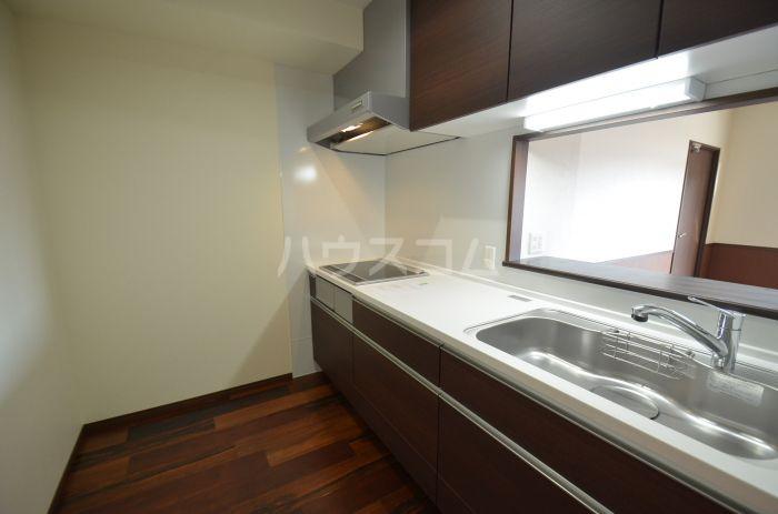 グリニッジ コート 303号室のキッチン