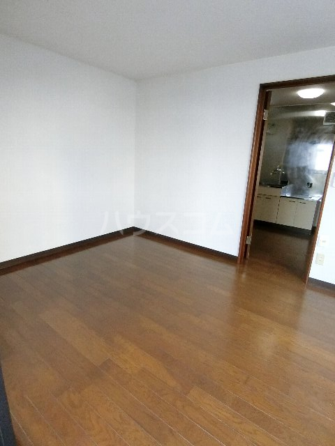 千代ビル 403号室のリビング
