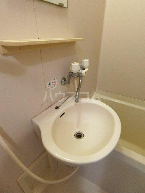 シャトー'98 405号室の洗面所