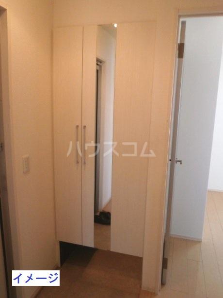 フェリーチェ B棟 302号室の玄関